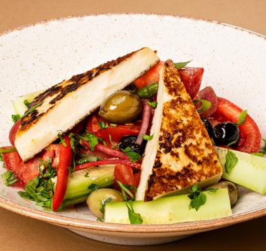 Гръцка салата с топло Халуми