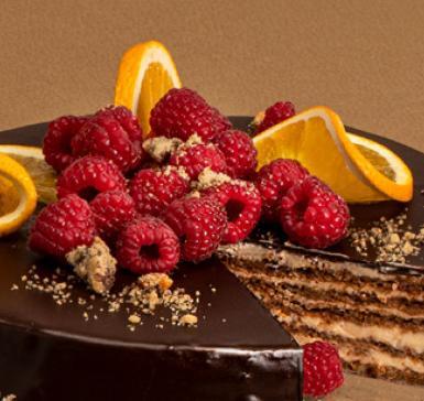Домашна бисквитена торта със сладко от ягоди и лайм